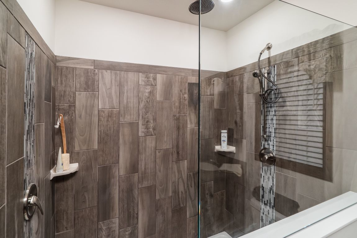 7x20 Vertical Tile Showers Commodore Of Indiana